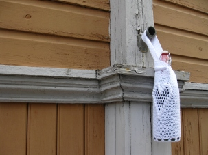 Bottle bad hanging